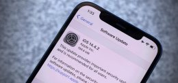 iOS 14.4.2 closes security holes actively used by hackers
